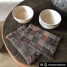 2018/01/06 #02  #takase さんに敷布をお届けしました。  #敷布。それはうつわと家具とをさりげなく繋ぐやつ。#なんてね  .    #Repost @takasenotakase (@get_repost)  ・・・  #西川はるえ さんの  手紡ぎいらくさ 大麻 野蚕 絹を  天然染めし繋ぎ合わせた敷布が届きました。  来客の際にも活躍してくれそうです。  新年早々 お客様にお越し頂いております。  午後もよろしくお願い致します。  .  #haruenishikawa