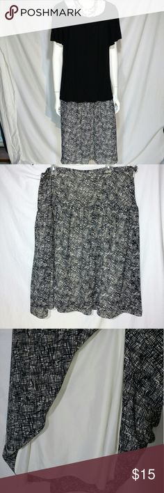 """Skirt plus size 20W GEORGE BLACK CREAM Skirt plus size woman 20W  Measurements:?Waist:?40""""                                Hip:?50""""                                Length: 28.5"""" Lining:?YesClosure: 1 Zipper, 1 Button (side)Slit: None George Skirts A-Line or Full"""