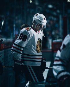Blackhawks Hockey, Hockey Teams, Chicago Blackhawks, Hockey Players, Hockey Girls, Hockey Mom, Nhl Wallpaper, Hockey Outfits, Patrick Kane