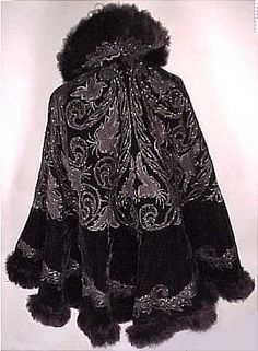 Black velvet and beads, vintage opera cape. By Hubert & Riguere Depose, Paris Vintage Gowns, Vintage Coat, Vintage Outfits, Vintage Fashion, 20th Century Fashion, Period Outfit, Steampunk, Historical Clothing, Black Silk