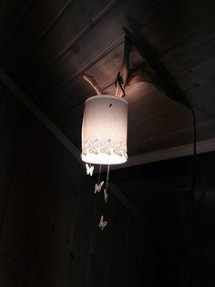 Ikeahacks. Tylsästä halpislampusta ainutlaatuiseksi perhoslampuksi.