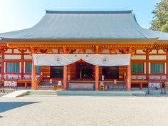 阿弥陀三尊と四天王が安置されている本堂