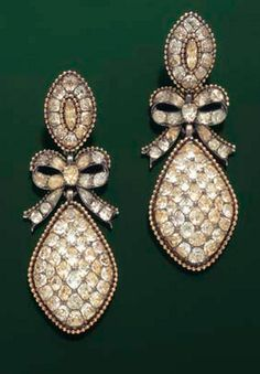 EARRINGS PENDANTS, The earrings set with chrysoberyls,  a removable bow topped by an elongated holding pattern drop tassel in a gold beaded circle, ring en suite, frame gold and silver, Portuguese labor, 1780.