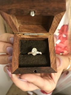 So in love with this beautiful oval engagement ring, and the way he proposed is perfect! Engagement Ring Buying Guide, Dream Engagement Rings, Engagement Bands, Perfect Engagement Ring, Vintage Engagement Rings, Oval Engagement, Beautiful Wedding Rings, Wedding Rings Vintage, Wedding Jewelry