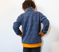 Jak ušít dětskou mikinu na zip - návod (FOREST) - Prošikulky. Knit Crochet, Sewing Patterns, Men Sweater, Take That, Pullover, Knitting, Children, Sweatshirts, Closer