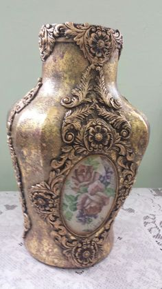 Botella de cristal esponjado en metales apliques y decoupage. D'Gracia