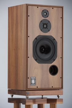Studio monitors - Super - Anniversary Edition - The best loudspeaker in the world Best Hifi Speakers, Audiophile Speakers, Hifi Audio, Best Loudspeakers, Best Subwoofer, High End Hifi, High End Audio, Diy Amplifier, Speaker Box Design