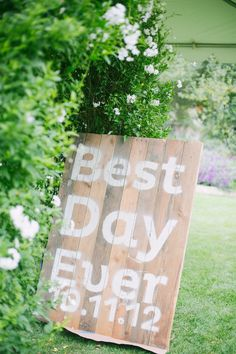 Best Day Ever rustic wedding sign - haha thats what rapunzel says! Mag will love this!