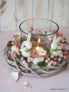 Table wreath Easter - Diy and Crafts Mix Easter Arts And Crafts, Easter Projects, Diy Osterschmuck, Easter Flower Arrangements, Easter Table Decorations, Diy Ostern, Deco Floral, Easter Celebration, Easter Holidays