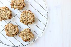 These breakfast cookies take just 3 ingredients and 15 minutes to make! You'll only need oats, peanut butter and a very ripe banana.