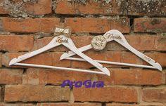"""<span>Svatební vintage věšáčky II.   <a href=""""http://img.flercdn.net/i2/products/i2a/5/5/4/154455/6/1/6199616/gcajzqvytwklgx.jpg"""" target=""""_blank"""">Zobrazit plnou velikost fotografie</a></span>"""