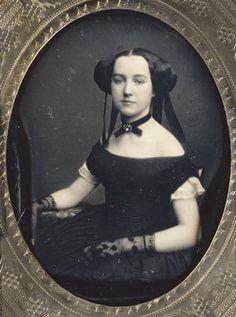 olosta:  Early Victorian daguerreotype portrait of a woman, ca 1850 She looks a bit like Princess Amidala...