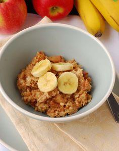 Add blueberries and sliced banana. Apple Cinnamon Oatmeal, Pumpkin Oatmeal, Cinnamon Apples, Slow Cooker Recipes, Crockpot Recipes, New Recipes, Favorite Recipes, Healthy Recipes, Healthy Cooking