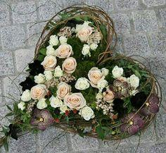 Grave Decorations, Wedding Decorations, Decoration Entree, Funeral Flowers, Flower Designs, Floral Wedding, Floral Arrangements, Garland, Floral Design