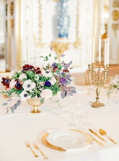 This stunning portrayal will increase your wanderlust with regal and luxury wedding ideas in Vienna, a fairytale in the heart of Austria's capital. Wedding Table Centerpieces, Floral Centerpieces, Wedding Decorations, Centrepieces, Centerpiece Ideas, Luxury Wedding, Gold Wedding, Elegant Wedding, Wedding Planner Italy