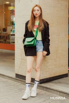 Have you ever thought of Korean fashion or dressing like a Korean celebrity you saw on TV? Or you admire Korean style but you do not know where to start? Well, below are some useful tips on how to dress like a. Korea Street Style, Street Style 2018, Korean Street Fashion, Korea Fashion, Fashion 2018, Womens Fashion, Korean Celebrities, Dress Up, Fashion Looks