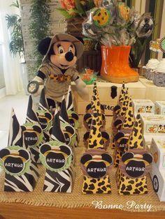 Safari Theme Birthday, Jungle Theme Parties, Safari Party, Birthday Party Themes, Fiesta Mickey Mouse, Mickey Party, Mickey Minnie Mouse, Mickey First Birthday, Disney Birthday