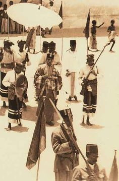 History of the Maldives and Maldivian society, culture and royal families Historical Photos, Maldives, Peace And Love, Surfing, Religion, Culture, History, Corner, Animals