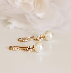Vintage Style Elegant Gold Bridal Earrings Cream Pearl Earrings Gold Wedding Earrings Bridesmaid Gift Pearl Drop Earrings Bridal Party Gifts Made with: * Swarovski crystal pearls. Gold Bridal Earrings, Pearl Drop Earrings, Bridesmaid Earrings, Wedding Earrings, Wedding Jewelry, Gold Wedding, Bridesmaid Gifts, Silver Earrings, Vintage Bridal Jewellery