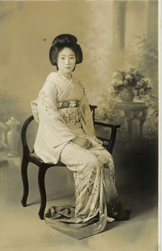 There has been, for a long long time, an obsession and attraction to Japanese women. From the geisha to the maid to the present day schoolgirl, what is it about these ladies that makes people lose their minds? Japanese History, Japanese Beauty, Japanese Lady, Japanese Costume, Japanese Kimono, Japanese Prints, Samurai, Vintage Photographs, Vintage Photos