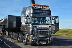 Scania semi truck   lots of wheels