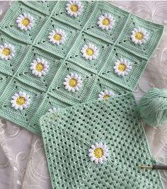 How To - Crochet a Simple Baby Beanie for months - Crochet Videos Granny Square Crochet Pattern, Afghan Crochet Patterns, Crochet Squares, Crochet Motif, Crochet Designs, Crochet Stitches, Crochet Lace, Crochet Dolls, Free Crochet
