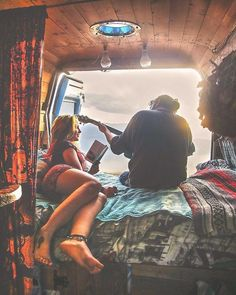 Living-In-Van-Life-Travel-Photography By committing to the van movement, people are making major life decisions. Emptying their parents' bank accounts. Everything - Creative Vans Wolkswagen Van, Camper Van Life, Road Trip, Der Bus, Life Decisions, Van Living, Hippie Life, Gypsy Life, Quitting Your Job
