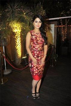 Post her exit from Yeh Rishta Kya Kehlata Hai, Hina Khan wishes to explore her comic side. Yes, you'll soon see Hina Khan on a comedy reality show. Get ready to see how Akshara fares in a comic role? Indian Tv Actress, Indian Actresses, Bollywood Celebrities, Bollywood Actress, Hindi Actress, Heena Khan, Western Dresses, Beautiful Saree, Celebrity Dresses