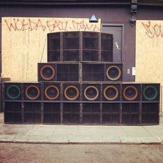 Oh, das ist schön: Soundsystem @ Notting Hill Carnival 2012 (@dubsirenapp)