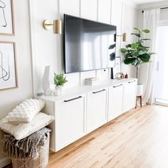 Living Room Built Ins, Living Room Storage, New Living Room, Living Room Interior, Home Interior Design, Home And Living, Living Room Decor Tv, Living Room Ideas With Tv, Interior Plants