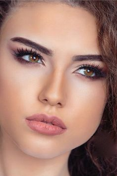 Beauty woman with eye liner. Eyeliner is a cosmetic used to define the eyes. It is applied around the contours of the eye to create a variety of aesthetic effects. Most Beautiful Faces, Beautiful Lips, Stunning Eyes, Simply Beautiful, Beautiful Clothes, Girl Face, Woman Face, Real Beauty, Beauty Women