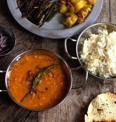The most delicious coal infused, restaurant copycat Tadka Daal. Autumn Recipes Vegetarian, Vegan Indian Recipes, Asian Recipes, Fall Recipes, Ethnic Recipes, Burmese Food, Daal, Desi Food, Vegan Restaurants