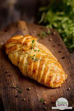 Kurczak faszerowany pieczarkami zapiekany w cieście francuskim Healthy Dinner Recipes, Cooking Recipes, How To Cook Chicken, Food Dishes, Chicken Recipes, Brunch, Italian Recipes, Easy Meals, Good Food