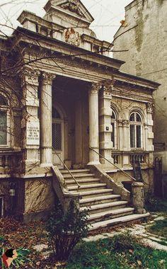 La numărul 10, pe strada Puţul cu Plopi găsim casa în care a locuit Constantin Tănase - pe strada bunicului meu :)