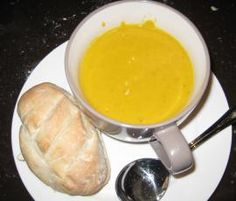 Recipe Carola's Pumpkin Soup by Carola Cocacola, learn to make this recipe easily in your kitchen machine and discover other Thermomix recipes in Soups. Thermomix Soup, Healthy Canned Soups, Quick Chicken Curry, Soup Recipes, Cooking Recipes, Savoury Recipes, Paleo Recipes, Bacon Meatloaf, Soups