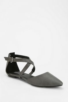 Deena & Ozzy Reptile Pointy-Toed Skimmer #urbanoutfitters