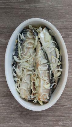 Macrou cu ceapă la cuptor – Rețete LCHF Fish Recipes, Cabbage, Vegetables, Cooking, Health, Food, Canning, Salads, Kitchen