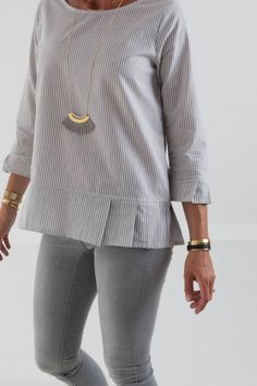 Blouse and Sleeve Hem Pleating Cotton Blouses, Shirt Blouses, Shirts, Blouse Styles, Blouse Designs, Diy Vetement, Dress Making Patterns, Stylish Tops, Sewing Clothes