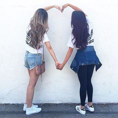 When you accidentally twin 👯 tag a bestie to do this pose with!