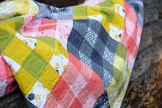 Palm Canyon Plaid Quilt (and scrap giveaway) (Kitchen Table Quilting) Picnic Quilt, Plaid Quilt, Quilt Patterns, Quilting Ideas, Quilt Making, Gingham, Sewing Projects, Scrap, Diy Crafts