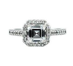 Anillo de compromiso de la famosa actriz GWYNETH PALTROW, con un diamante en talla esmeralda, con pequeños diamantes laterales que adornan este espectacular anillo de diamantes. Podemos realizar un anillo inspirado en www.joyeriaydiamantes.com