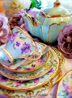 Pretty tea cup and crocker. Rabbit and Rose (Vintage Tea Hire Company) Vintage Dishes, Vintage China, Vintage Teacups, Antique Dishes, Tee Set, Teapots And Cups, China Tea Cups, My Cup Of Tea, Shabby Vintage