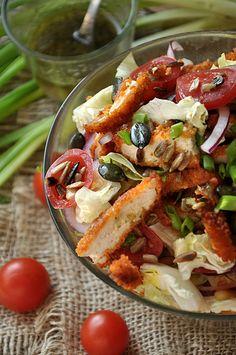 Krucha sałatka z panierowanym kurczakiem Salad Dishes, Salads, Gym Food, Healthy Salad Recipes, Tasty Dishes, Food Inspiration, Italian Recipes, Food Porn, Food And Drink