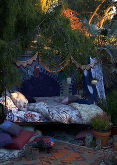 Outdoor daybed in blue