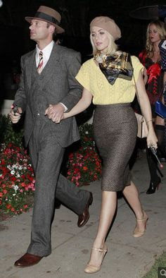 Ryan Seacrest and Julianne Hough as Bonnie and Clyde - The Best Celebrity Couples Costumes to Copy this Halloween - Photos Celebrity Couple Costumes, Celebrity Halloween Costumes, Celebrity Couples, Classy Halloween Costumes, Crazy Costumes, Awesome Couple Costumes, Couple Costume Ideas, Best Couples Costumes, Spooky Costumes