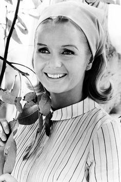 Debbie Reynolds   1967 - Get Debbie Reynolds' Girl-Next-Door Look - Southernliving. Girl-next-door beauty Debbie Reynolds won postwar audiences with her cheery disposition and natural charm (thanks to her Texas roots, no doubt!). Best known for her role toe-tapping with Gene Kelly in 1952's Singin' in the Rain, the El Paso-born triple threat had the formula down on approachable beauty. Here, Debbie adds a drop of sultry with black-lined eyes, but when balanced with a soft lip color and…