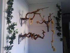 A Beautiful Idea and fun for the birds! #buildaviary