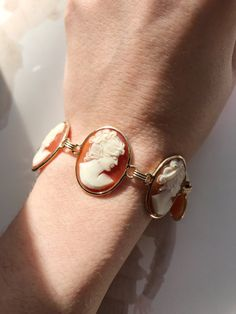 Vintage 14k yellow gold shell cameo bracelet lady female
