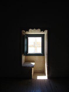Convento de Cristo em Tomar Barrel Ceiling, Interior Windows, Glass Door, Interior Architecture, Old School, Oversized Mirror, Indoor, Shadows, House