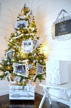 EXACTLY what I was thinking for our tree this year!! Love the frames idea! Just not enough time to gather all new decor.. Ah we'll--next year for sure!! :)